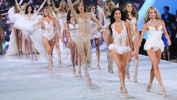 Victorias-Secret-Fashion-Show-vonulas
