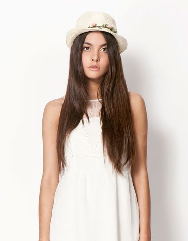 Virágos szalma kalap (Bershka – 2 995 Ft) bershka 1 2e0340ac6f